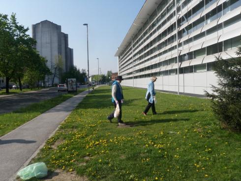 Pričeli smo v okolici upravne stavbe na Vodovodni cesti.