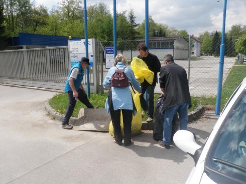 S čistilno akcijo smo zaključili ob vhodu v vodarno Kleče.